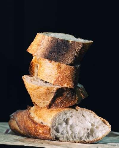 Prepara a manteiga: Onde pedir pão em São Paulo