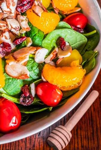 Direto da horta: 6 receitas de saladas para o verão