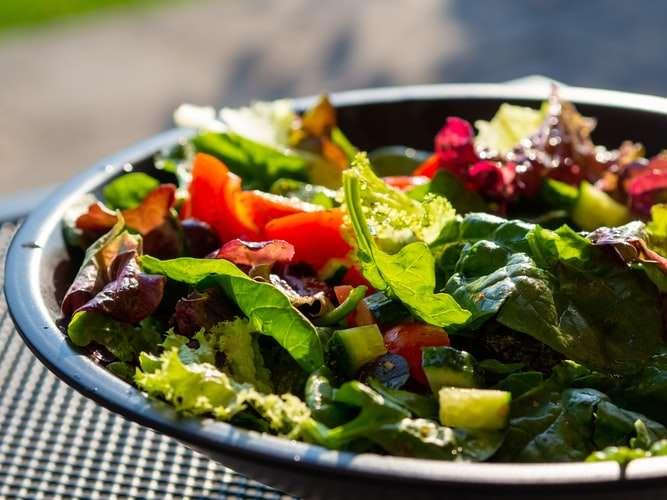 Existe verde além da alface: Folhosas para variar a sua salada