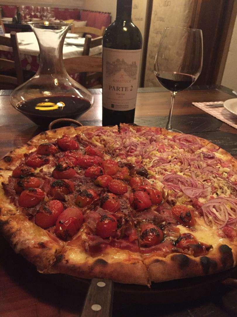 Pizza Entre Vinhos em Bento e Rota dos Vinhos | Shareeat